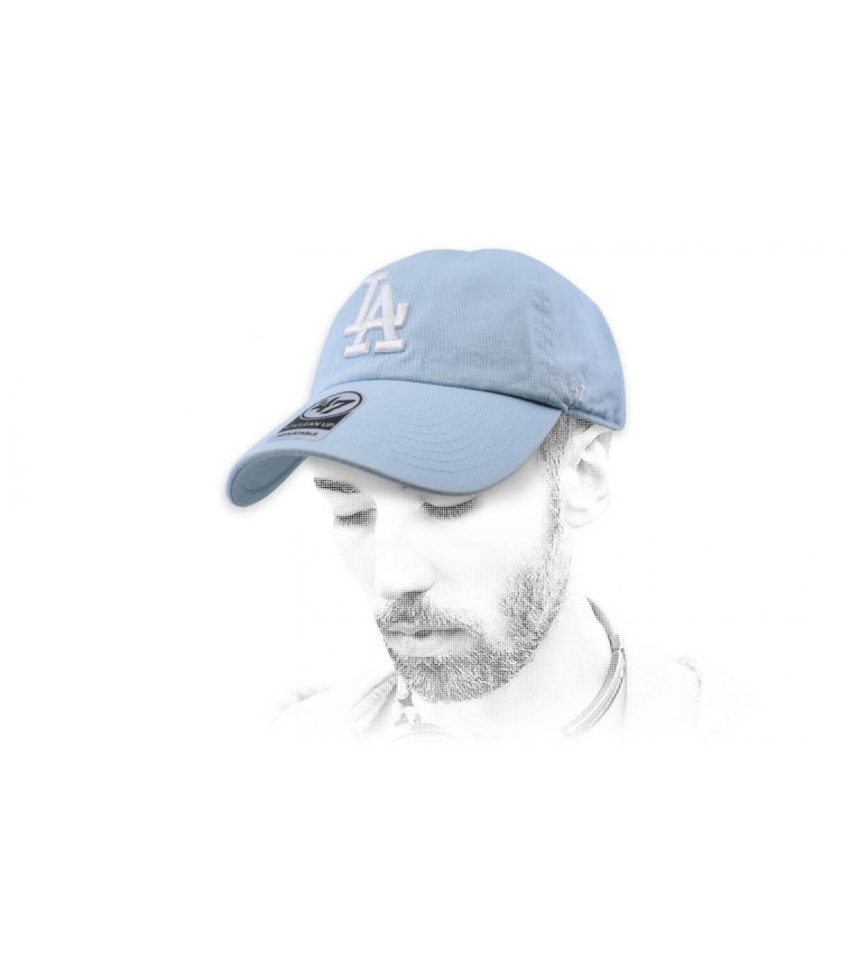 gorra LA azul claro