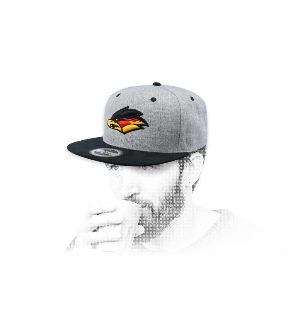 snapback águila gris
