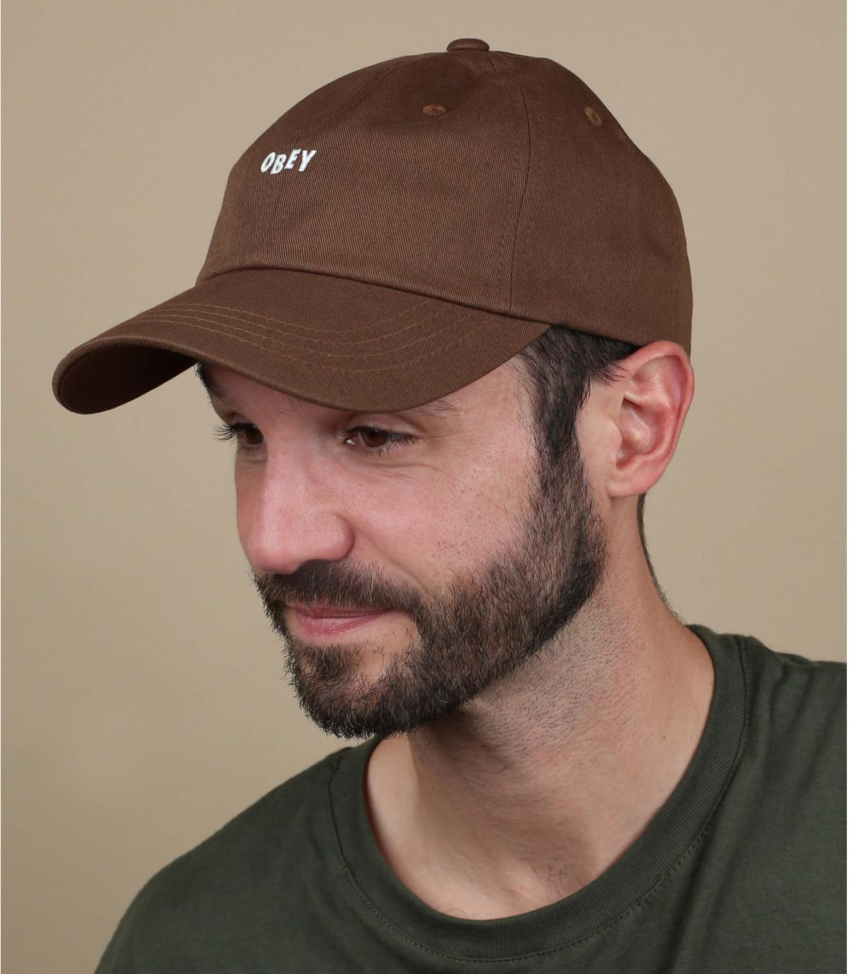 gorra marron Obey