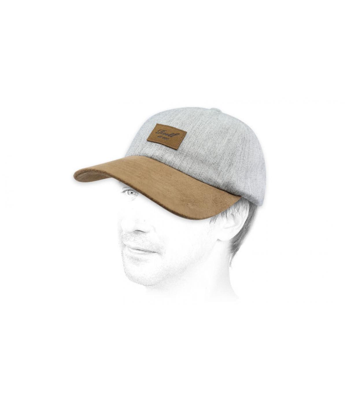 gorra gris Reell parche