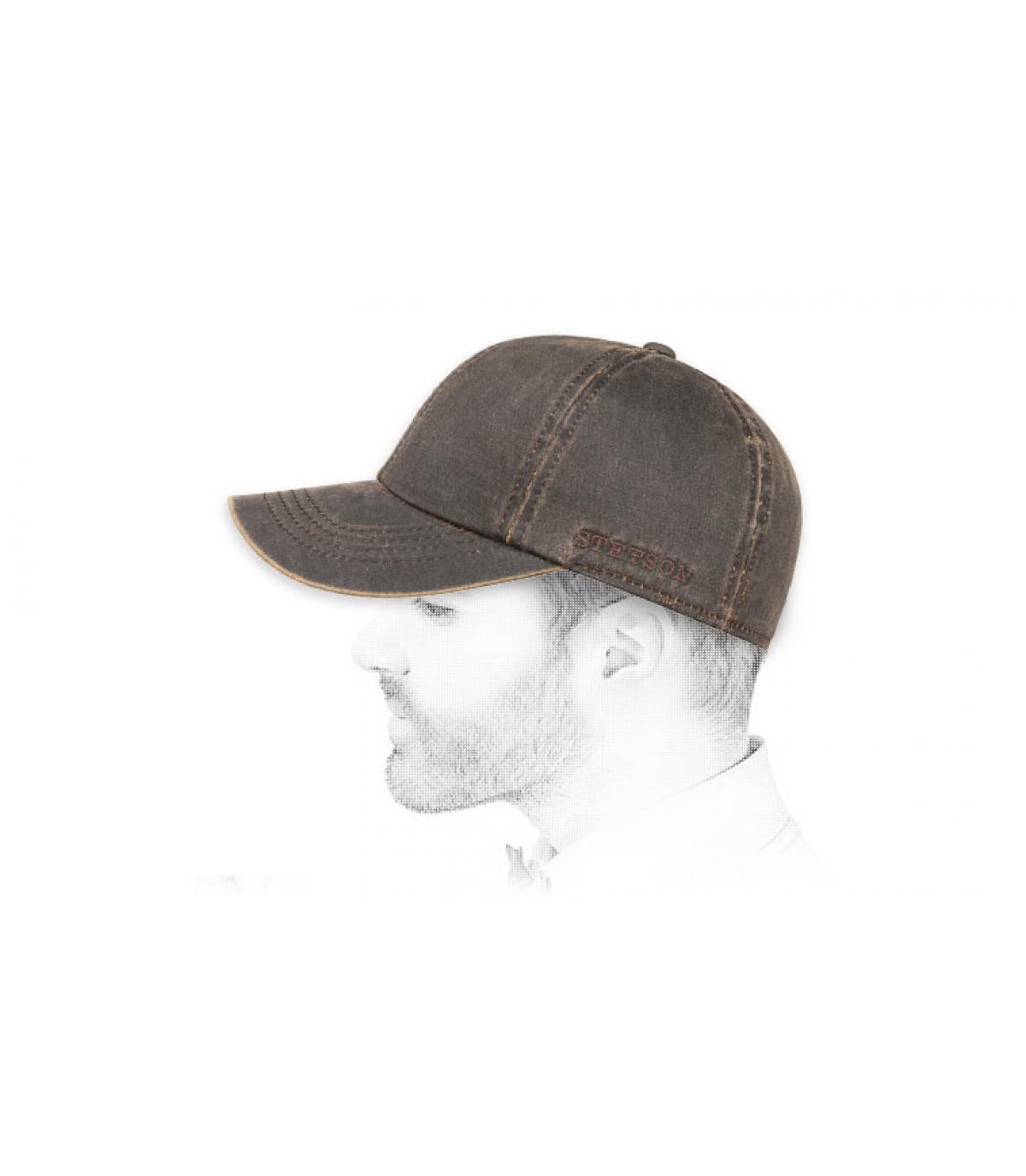 gorra marrón protección orejas