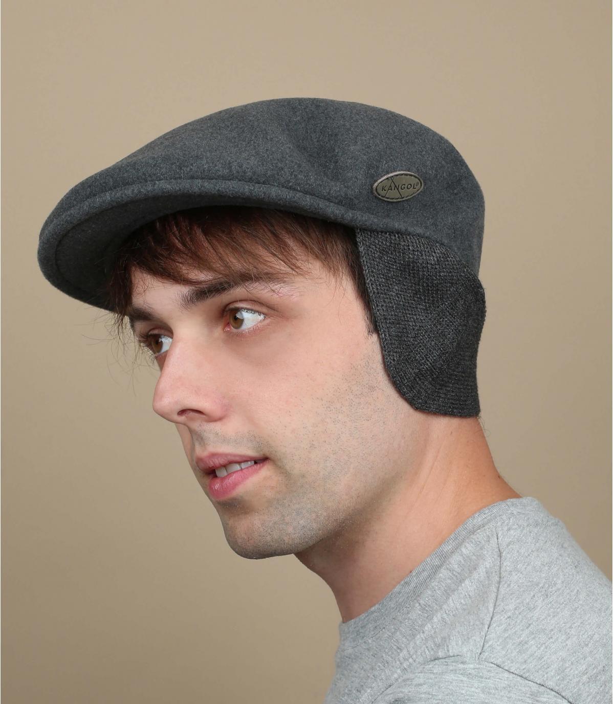 gorra gris protector orejas