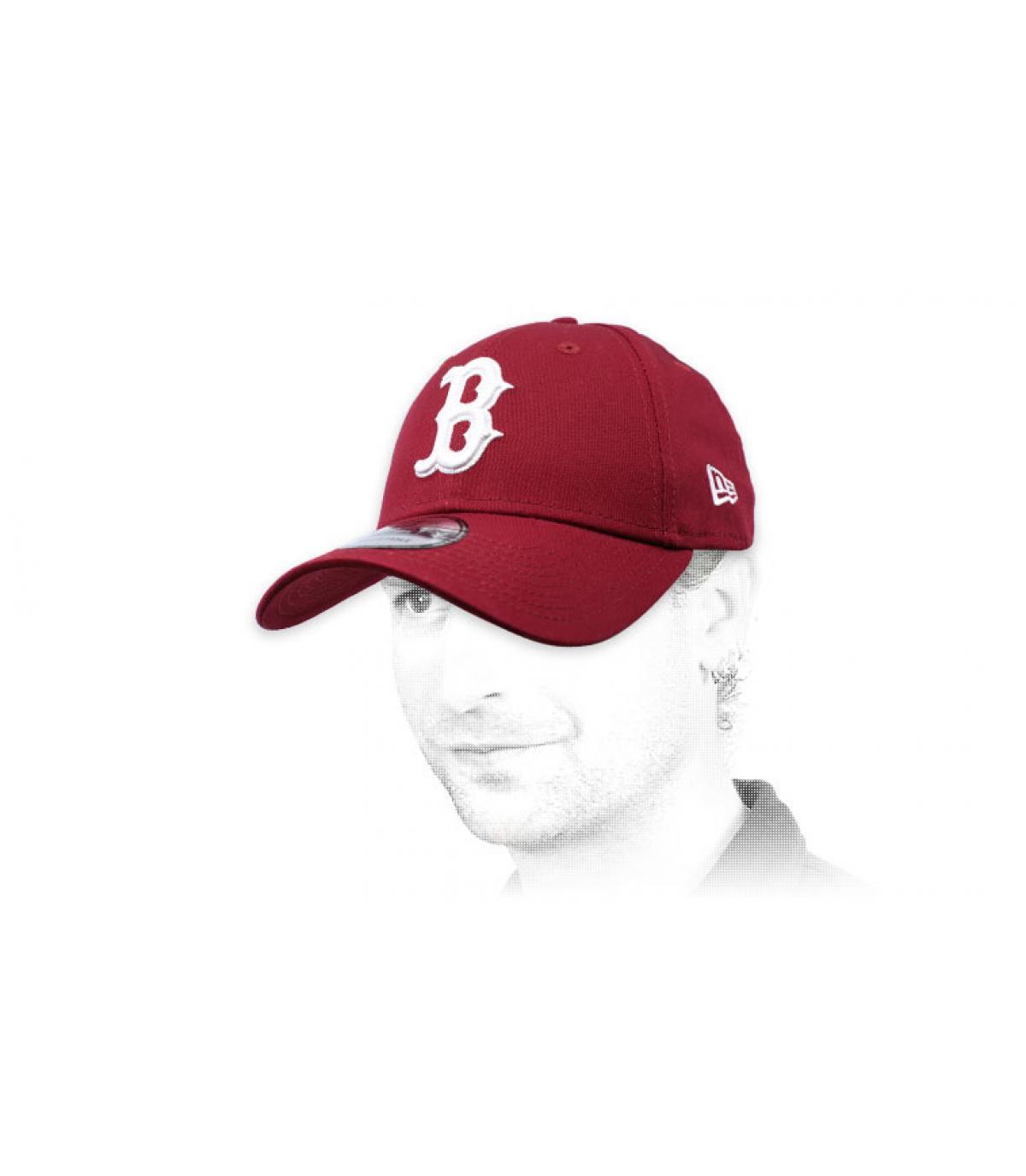 gorra curva B burdeos