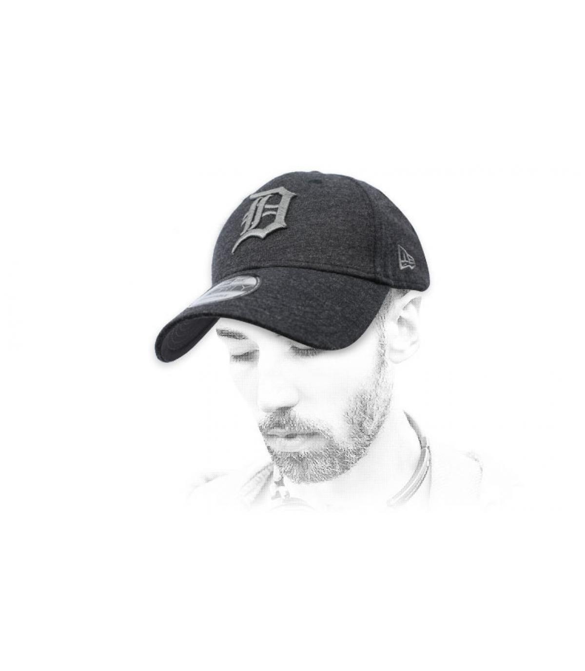 gorra D gris oscuro