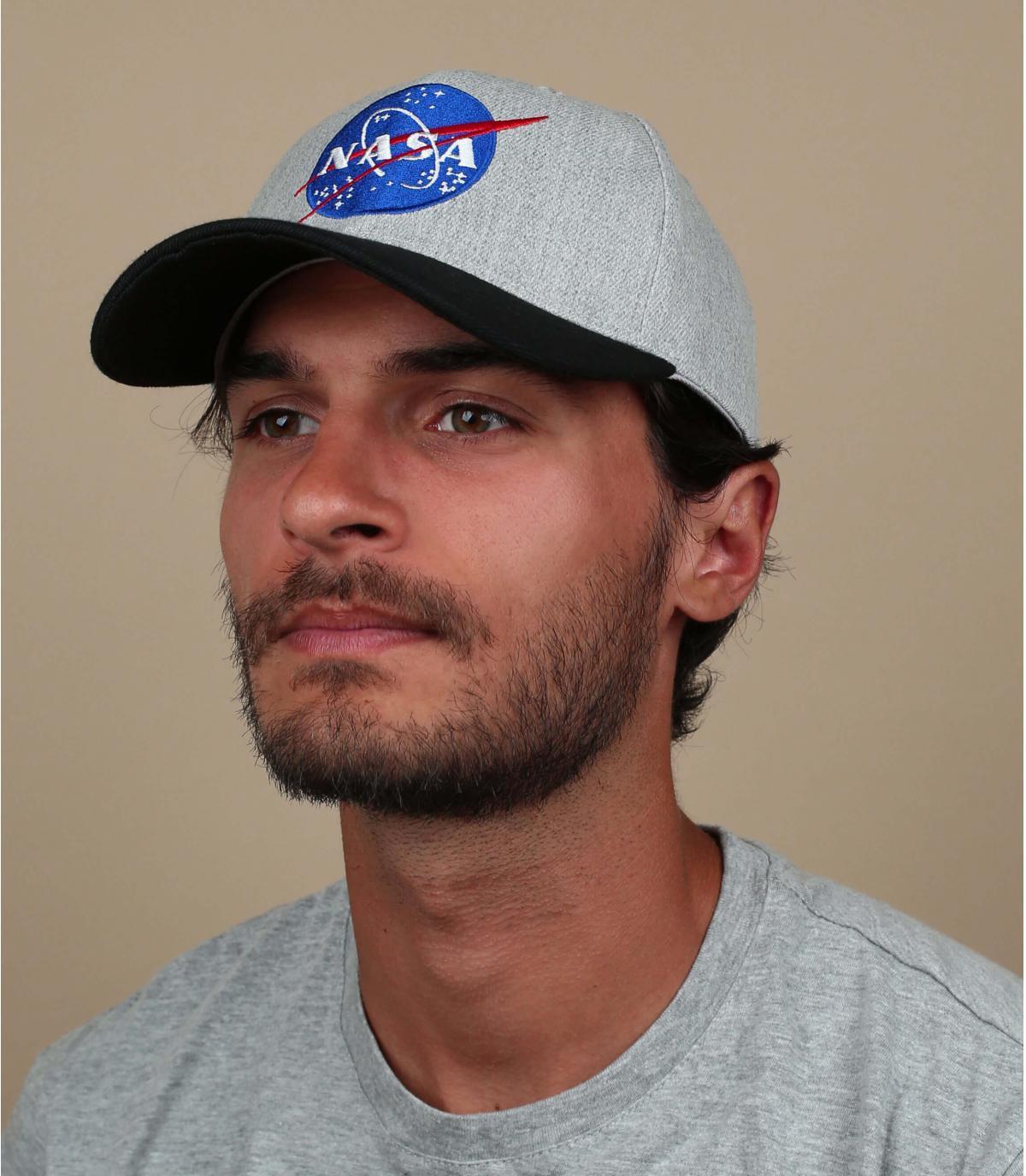 gorra NASA gris negro