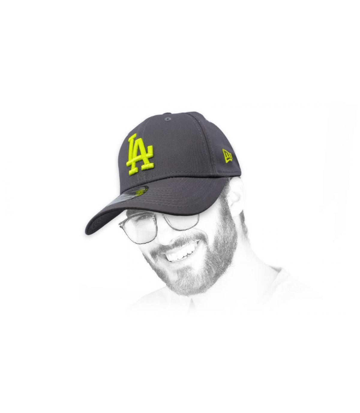 gorra LA gris amarillo