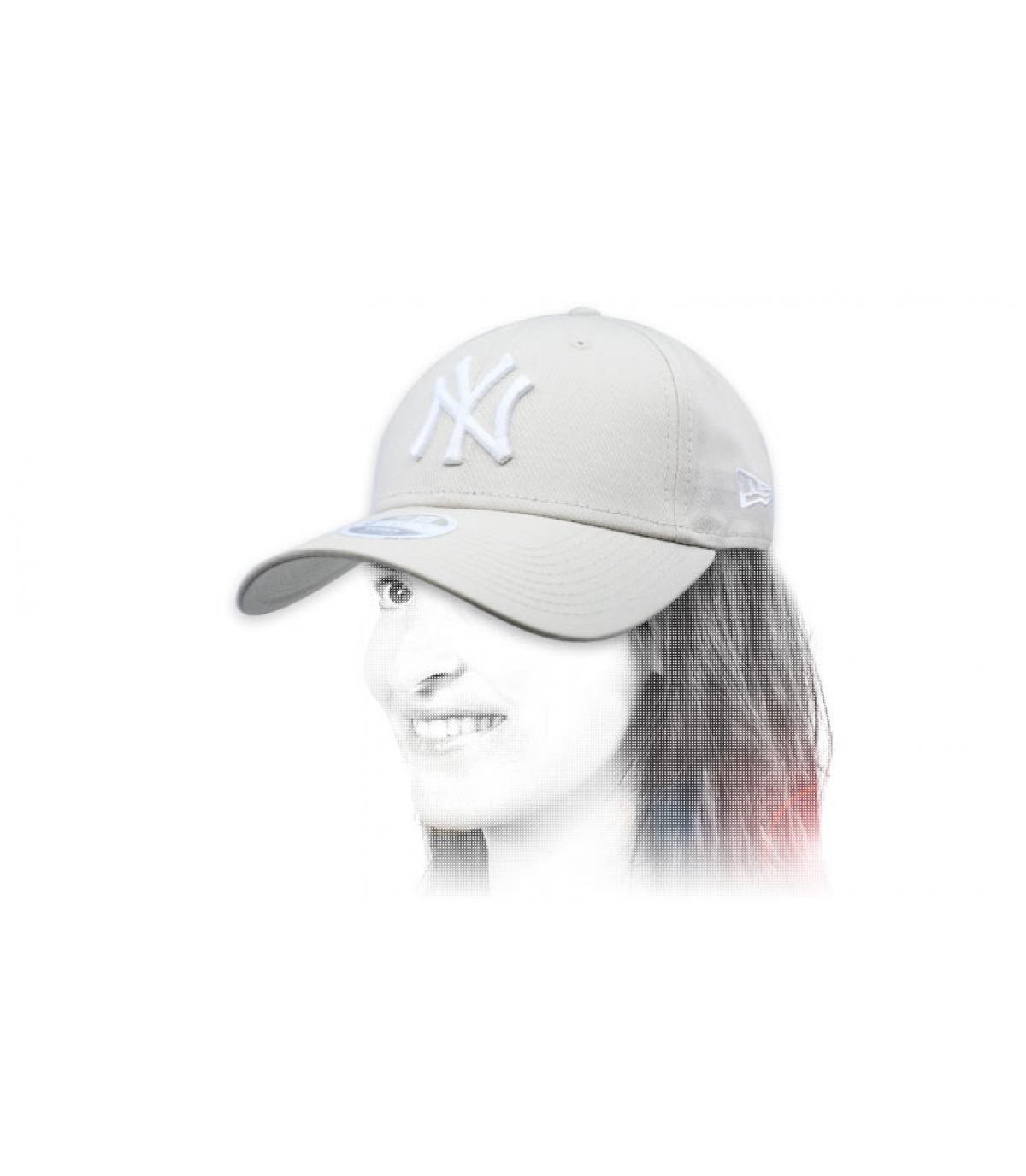 gorra NY mujer beis