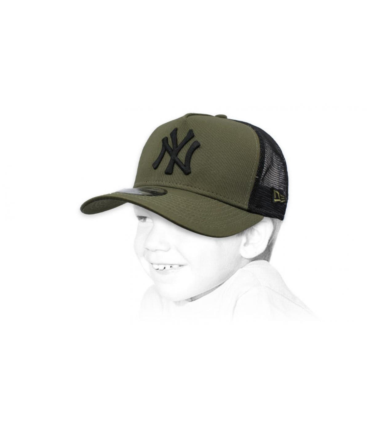 trucker niño NY verde