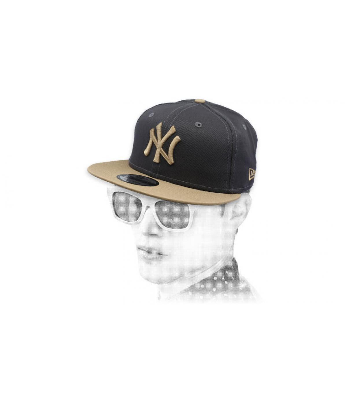 snapback gris beis NY