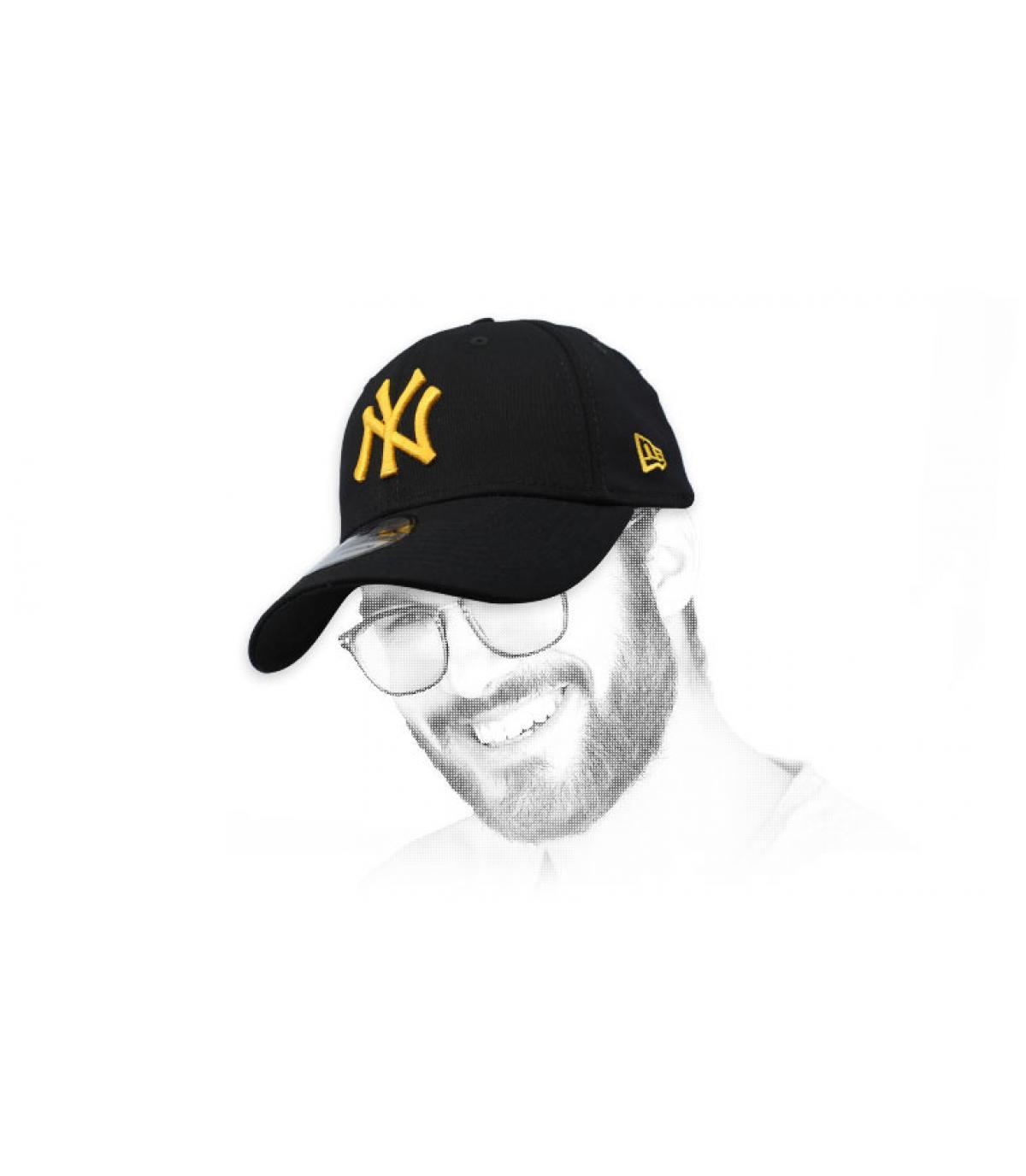 gorra NY negro oro