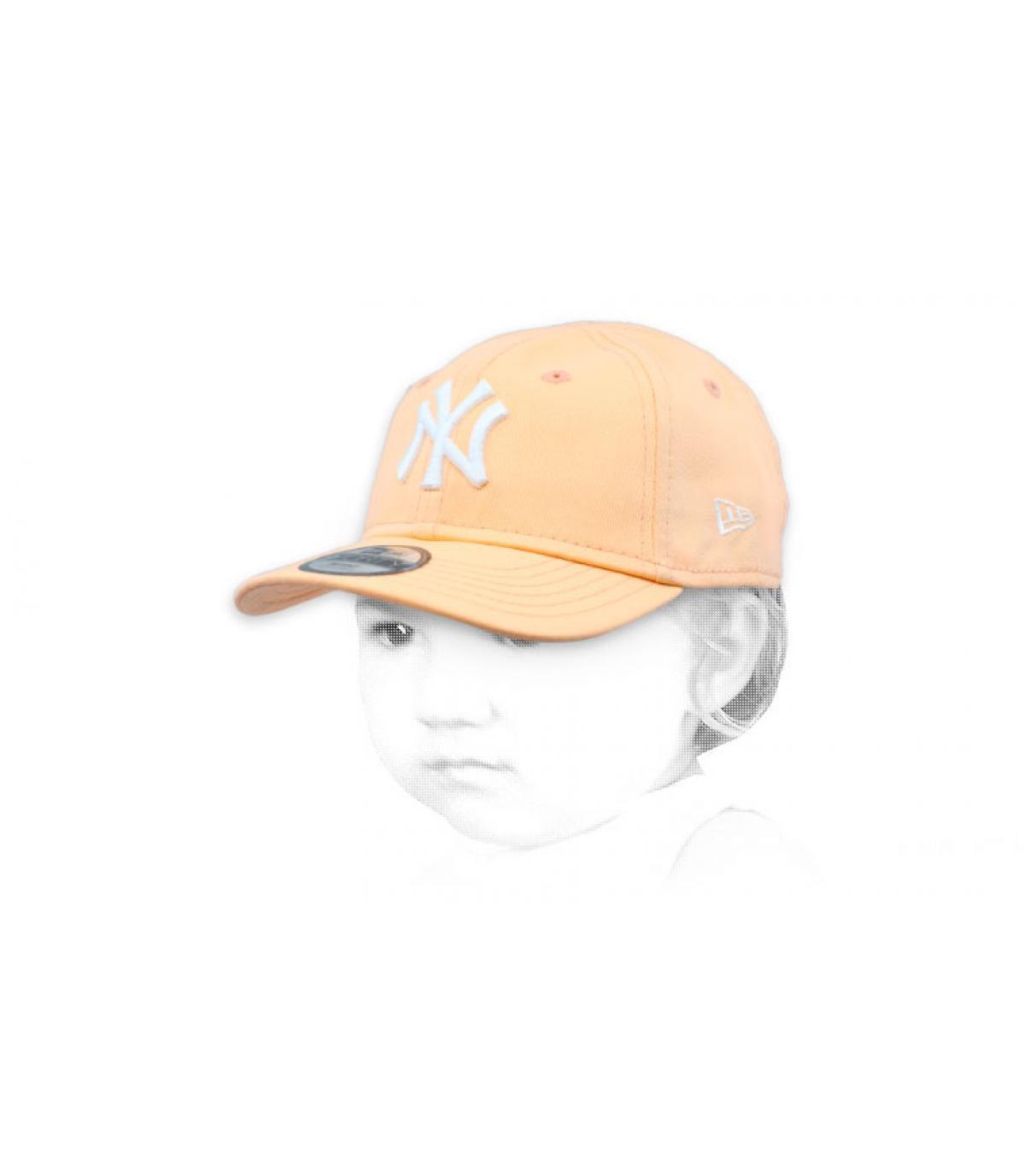 4ebde8467508b New Era Kids League Ess 9Forty NY peach. 18€ - Indisponible. gorra bebe  rosa NY
