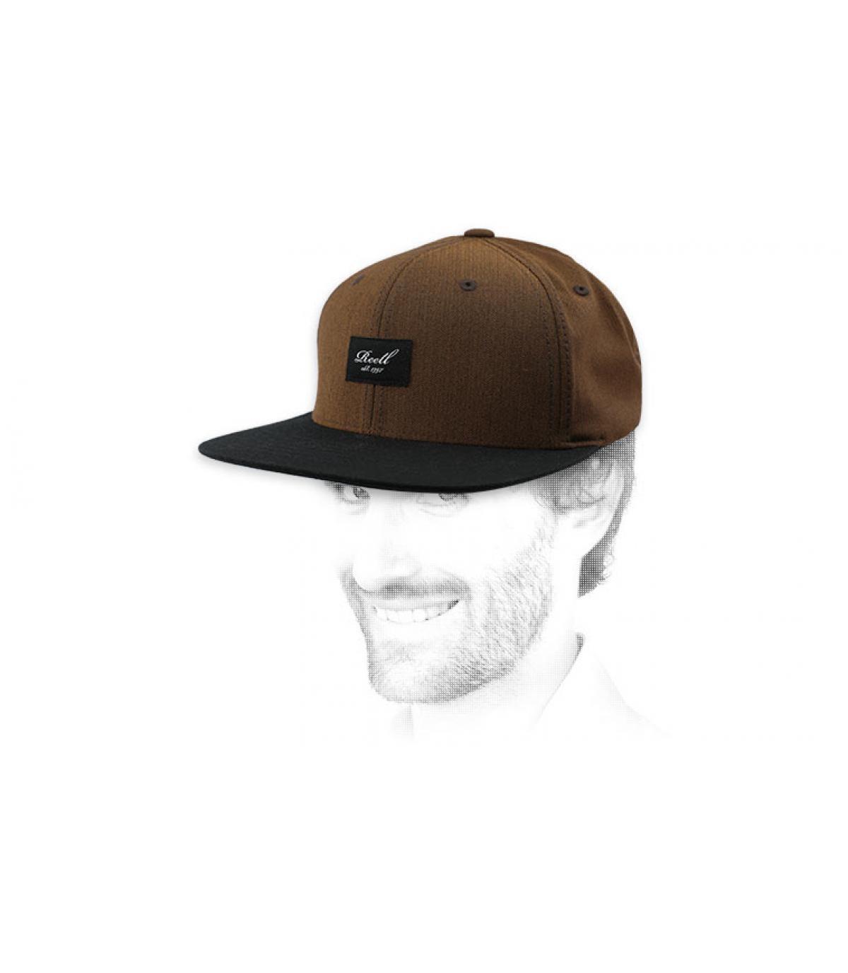 snapaback marrón negro Reell