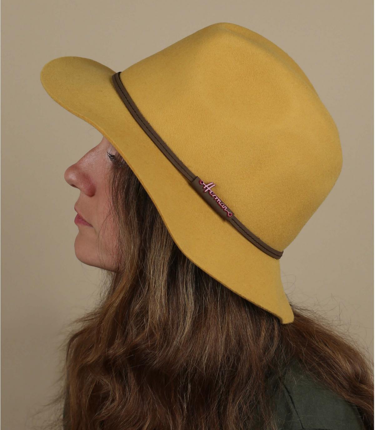 fedora amarillo Herman