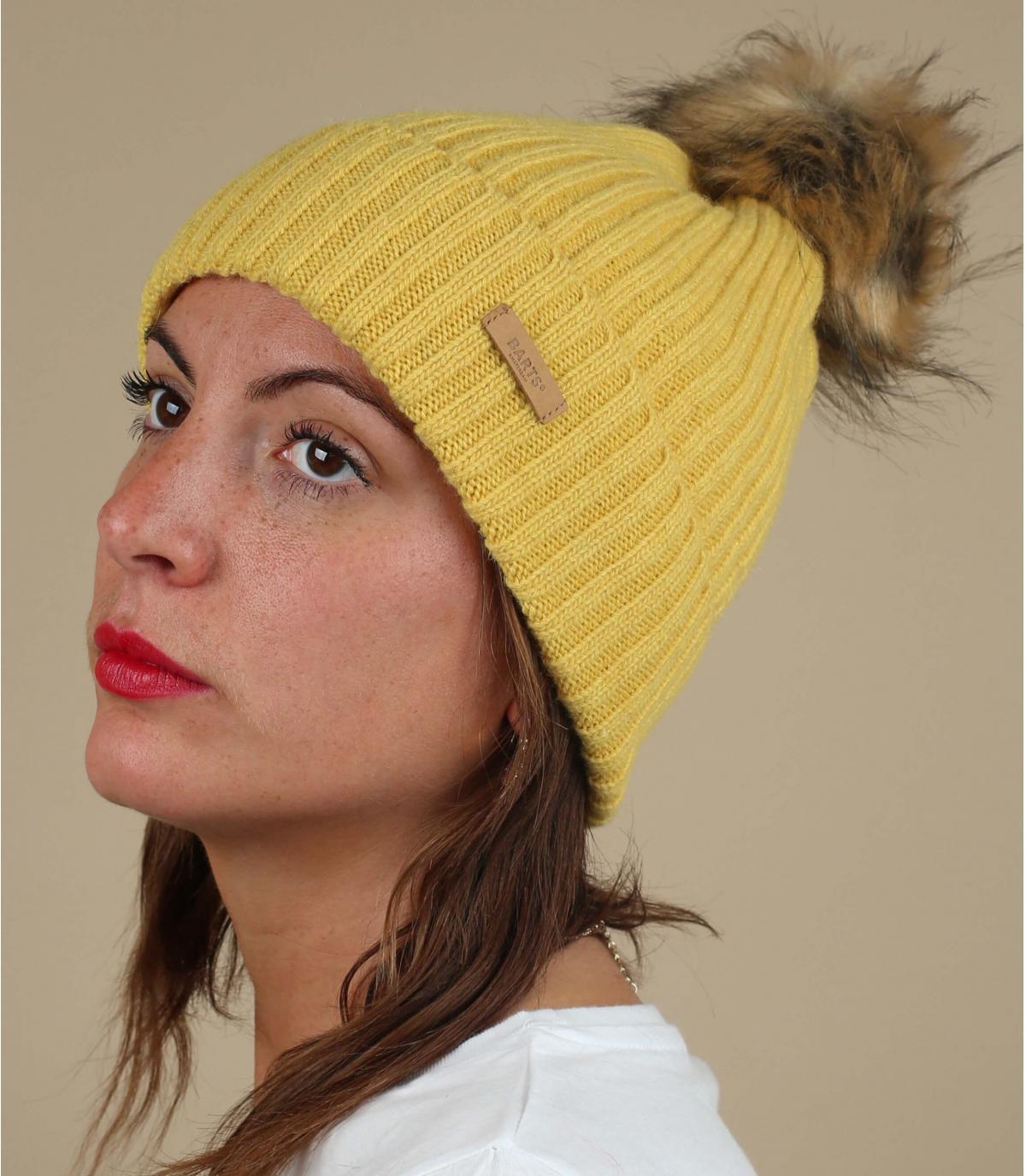 gorro lana amarillo pompón pelo