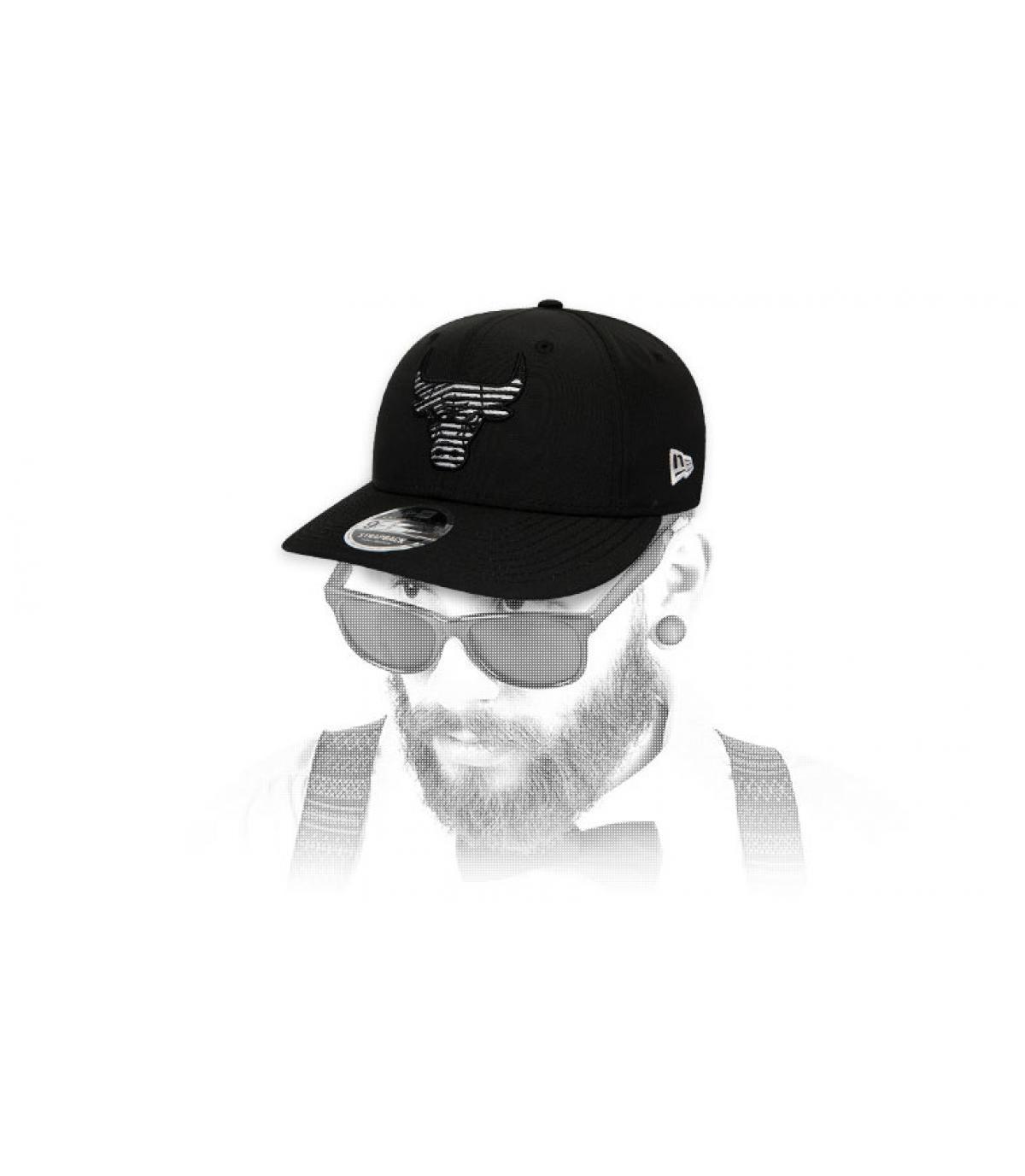 snapback Bulls negro logo rayas