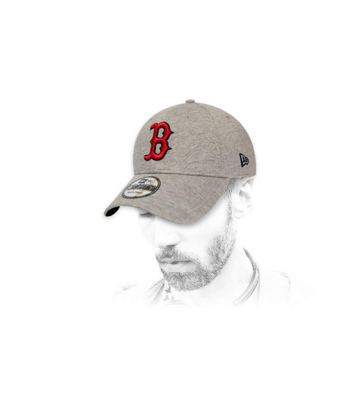 gorra B gris rojo