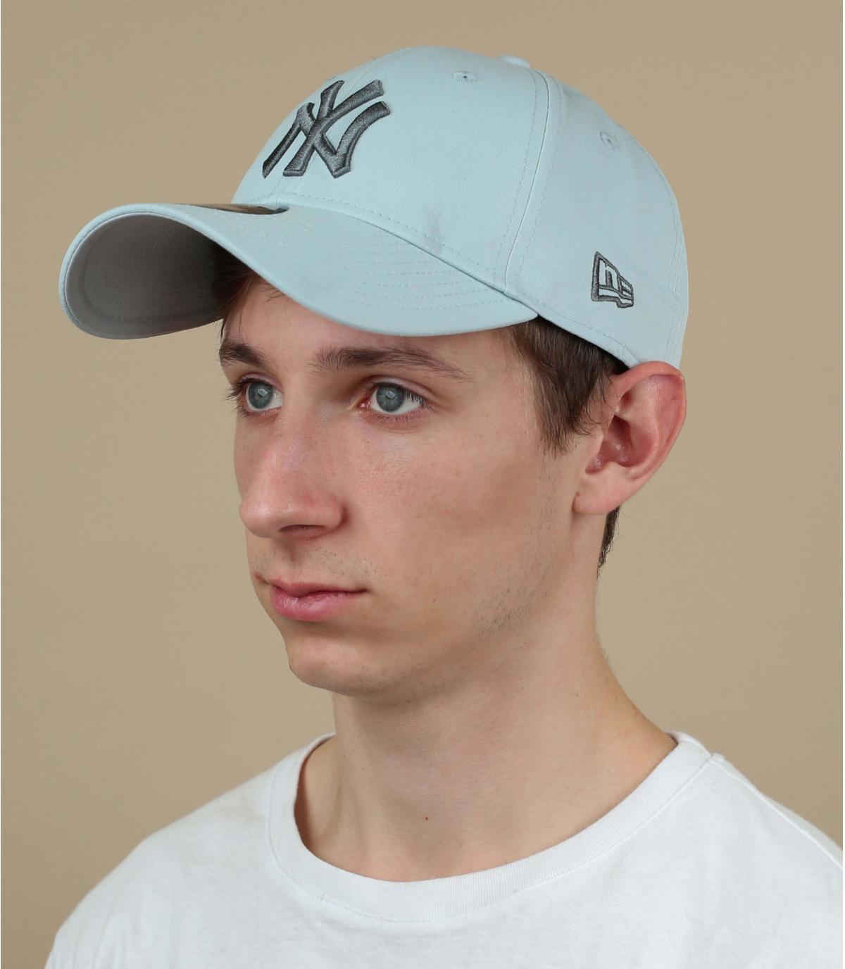 gorra NY estampado gris