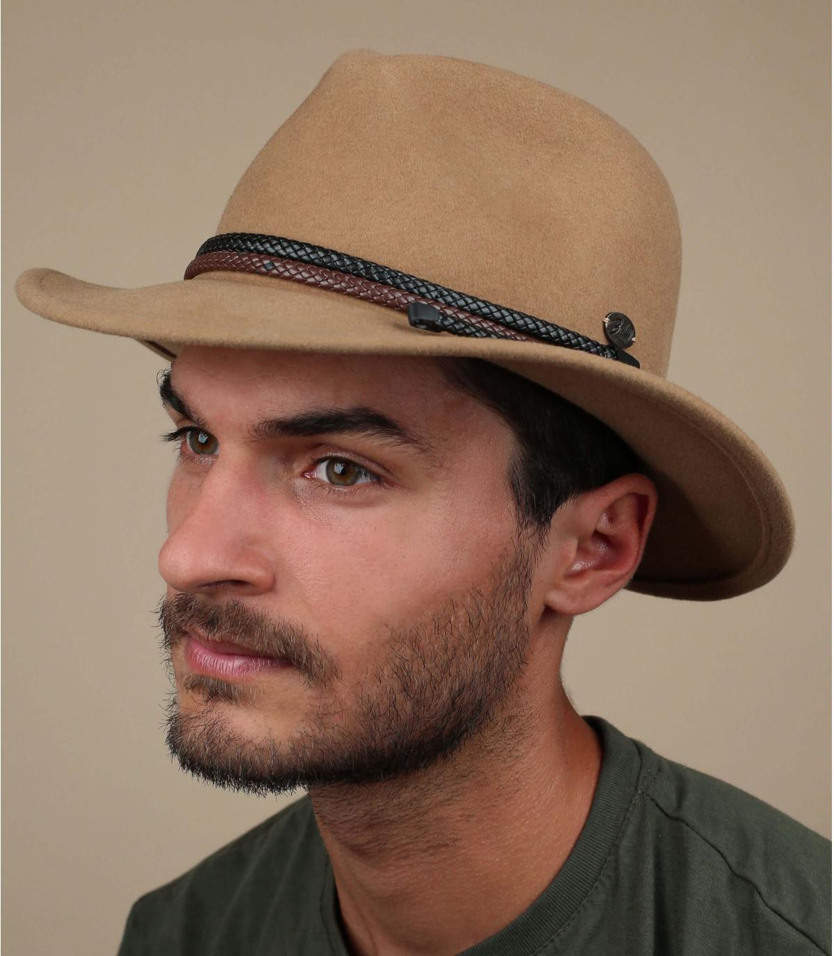 sombrero beis fieltro