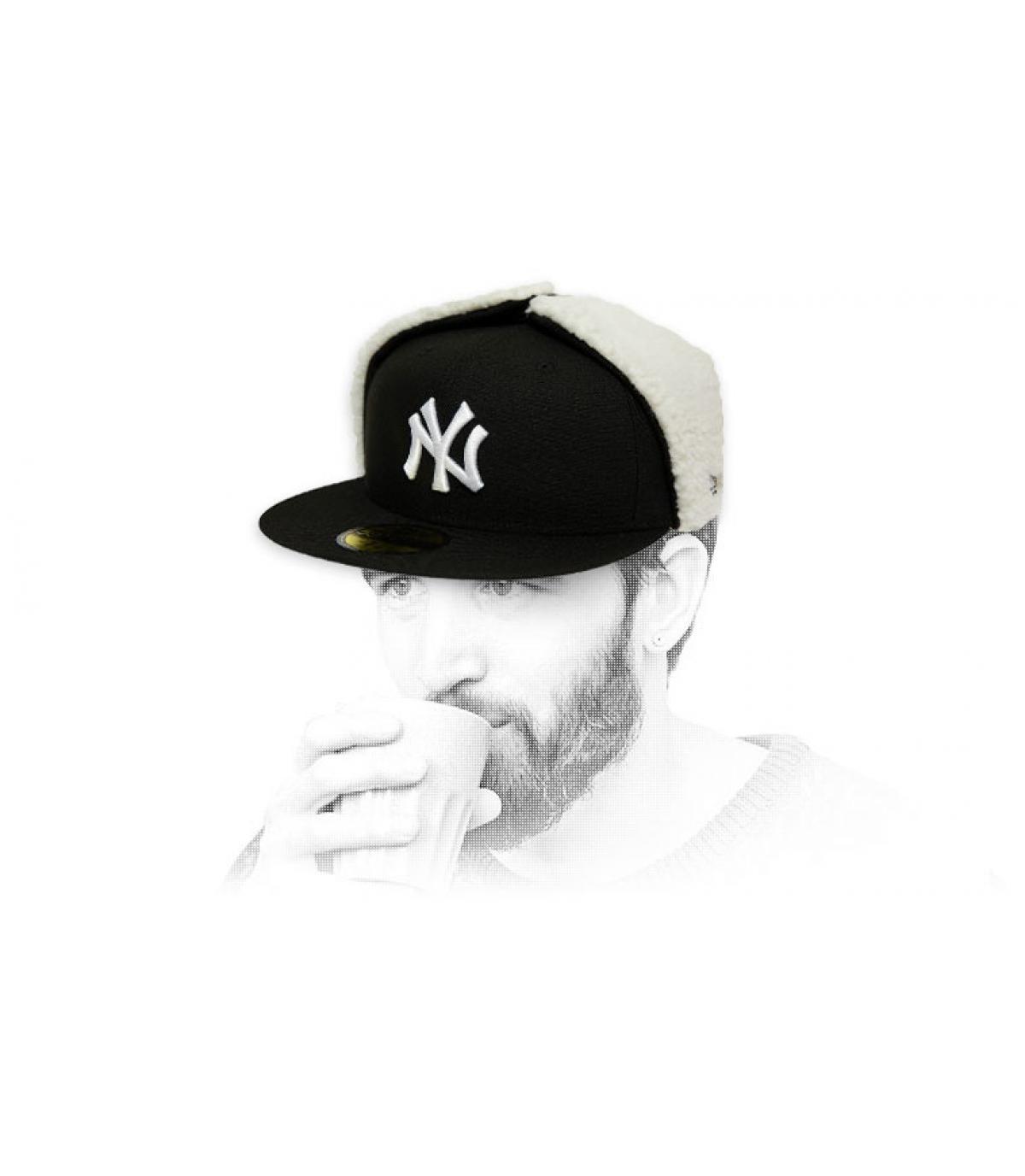 gorra NY negro blanco orejeras