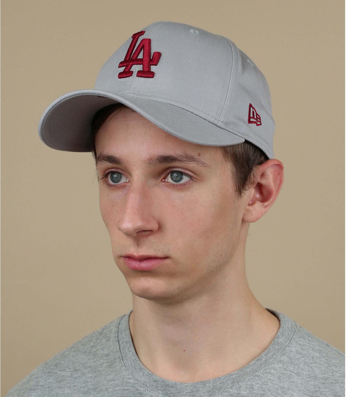 gorra LA gris rojo