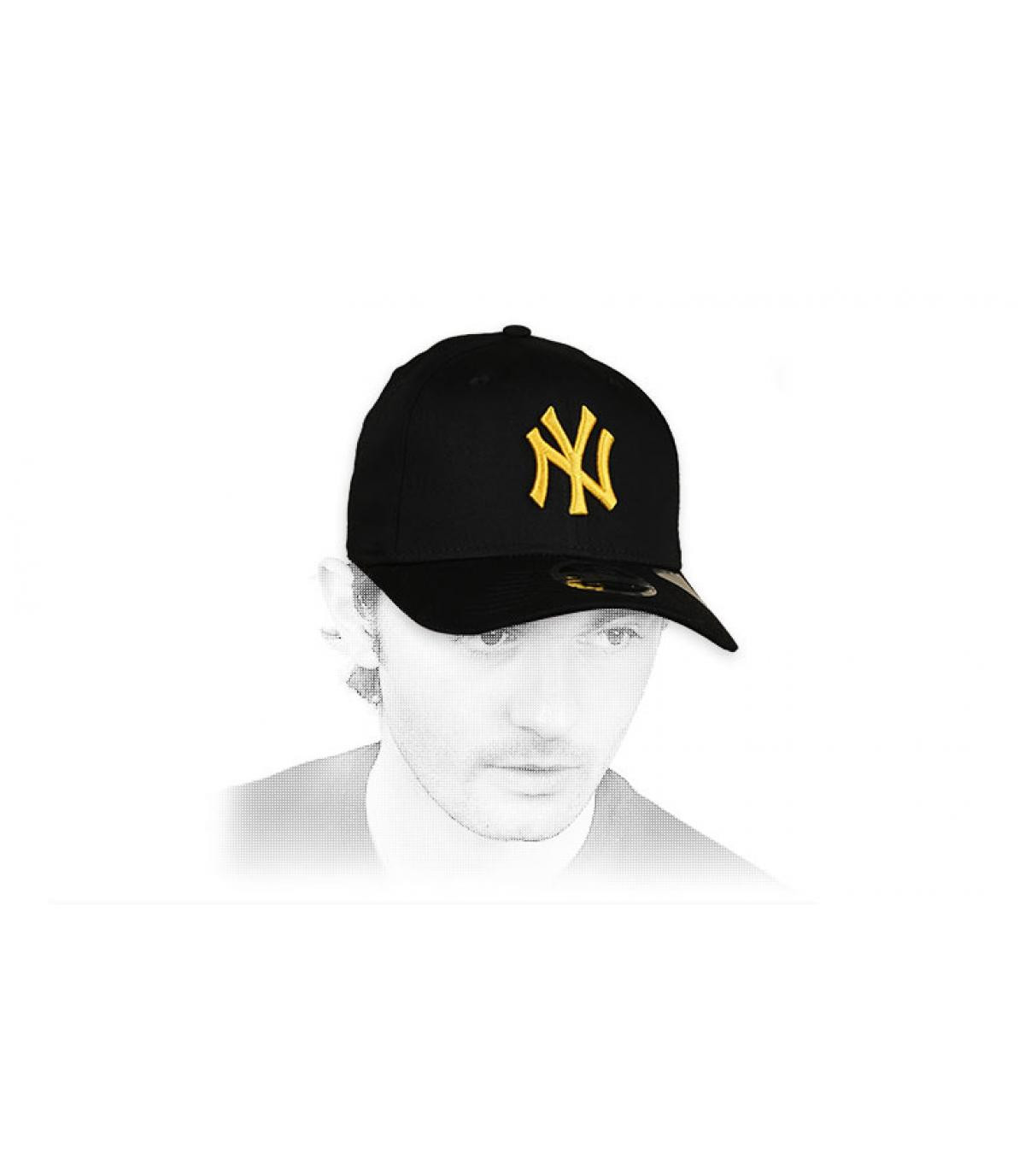 gorra NY negro amarillo