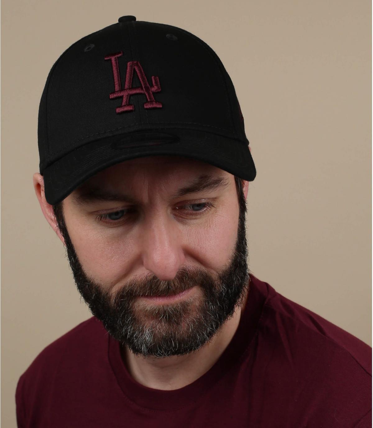 gorra LA negro granate