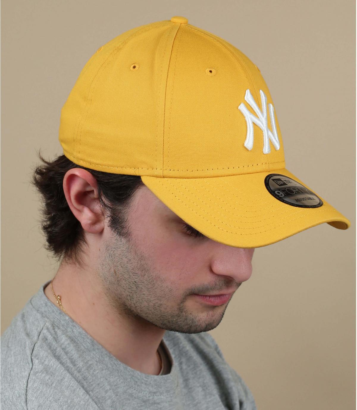 gorra NY amarillo blanco