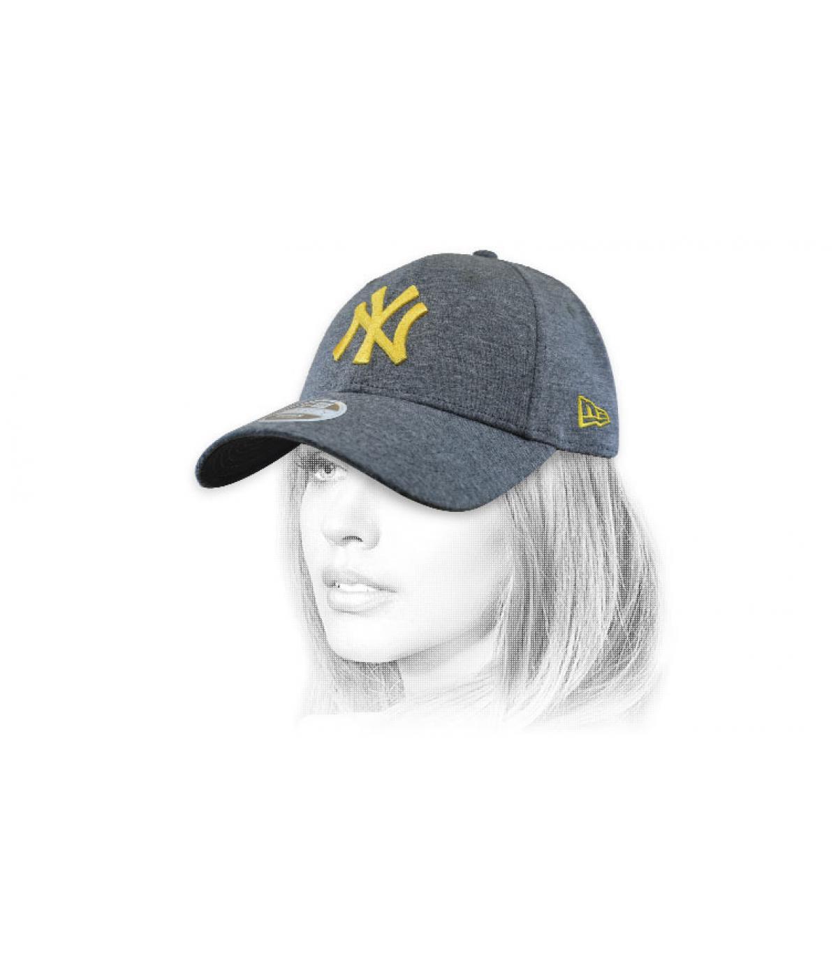 gorra mujer NY gris oro