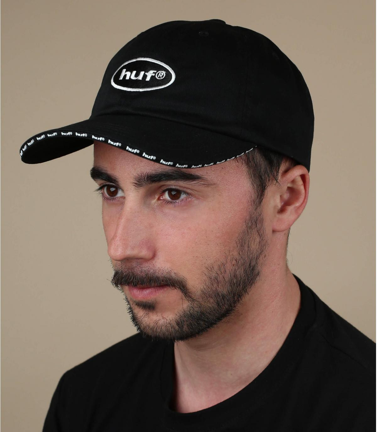 gorra negra Huf