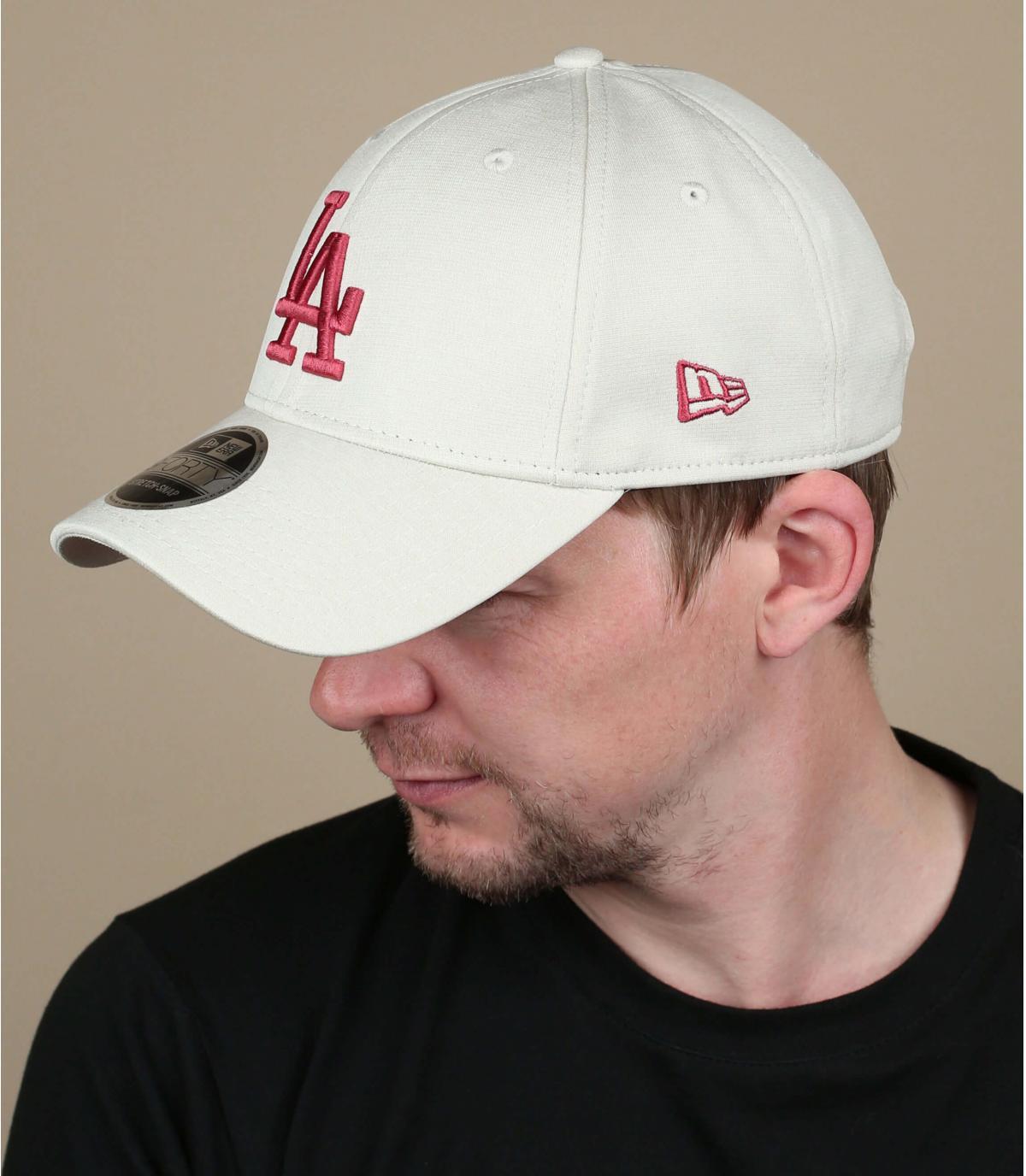 gorra LA beis rojo