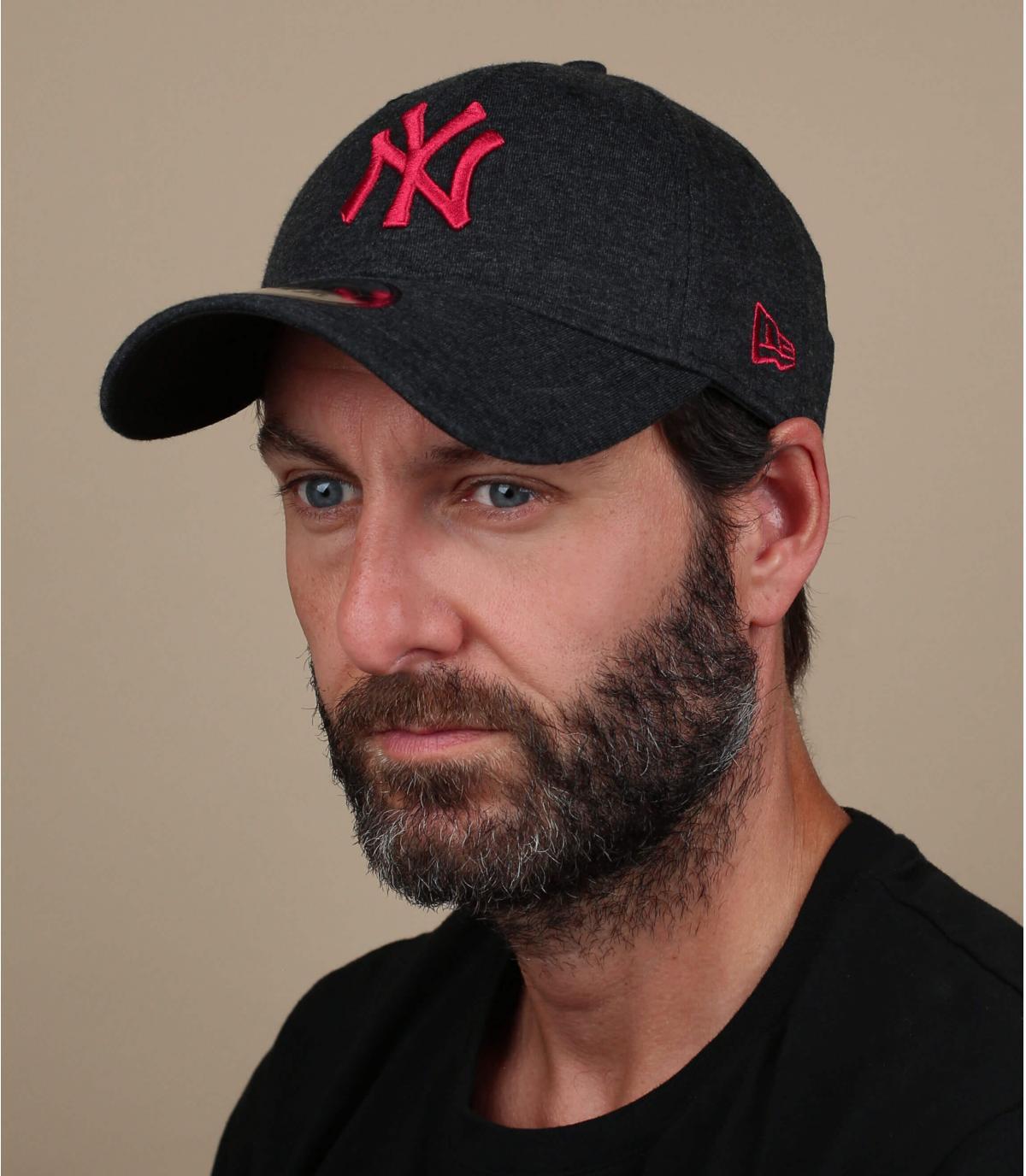 gorra NY negro rojo