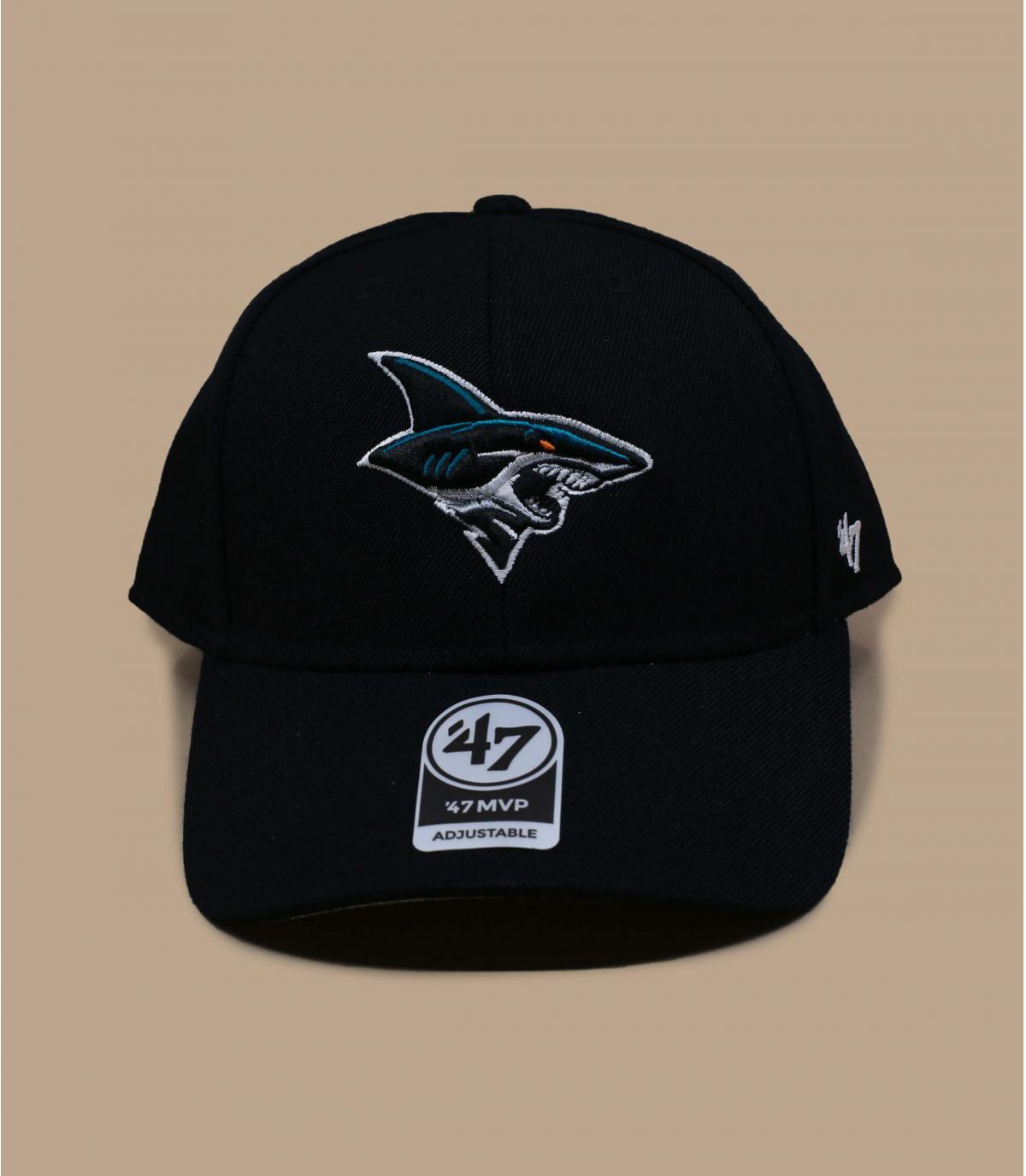 gorra negra tiburon
