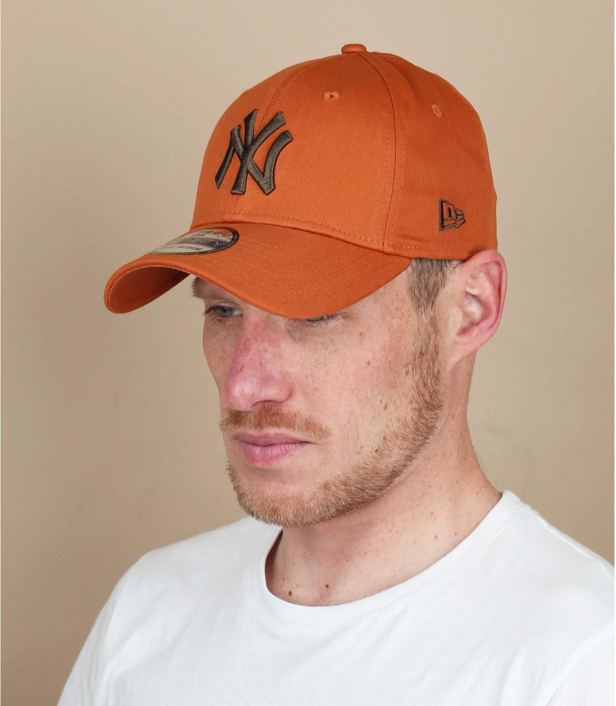 gorra NY negro beis