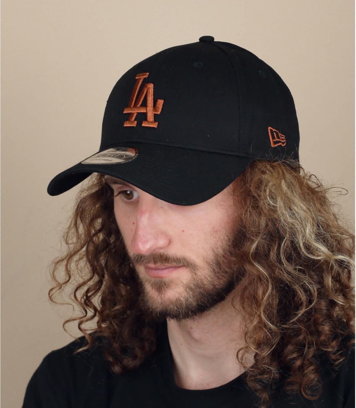 gorra LA negro beis