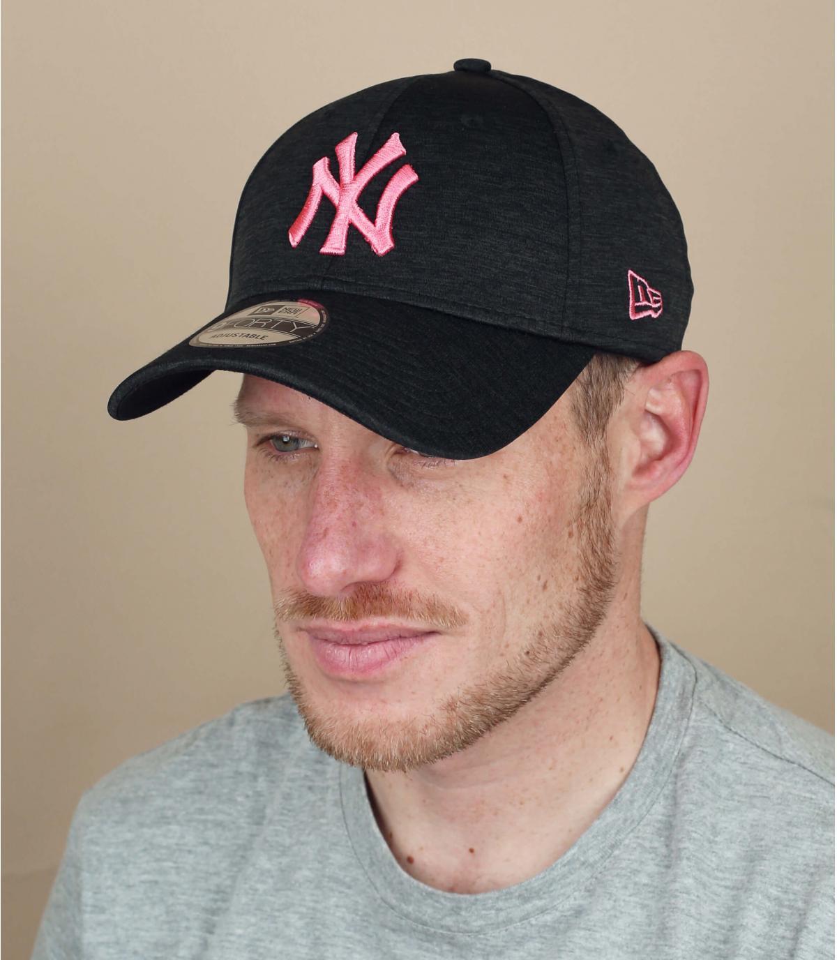 gorra NY negro rosa