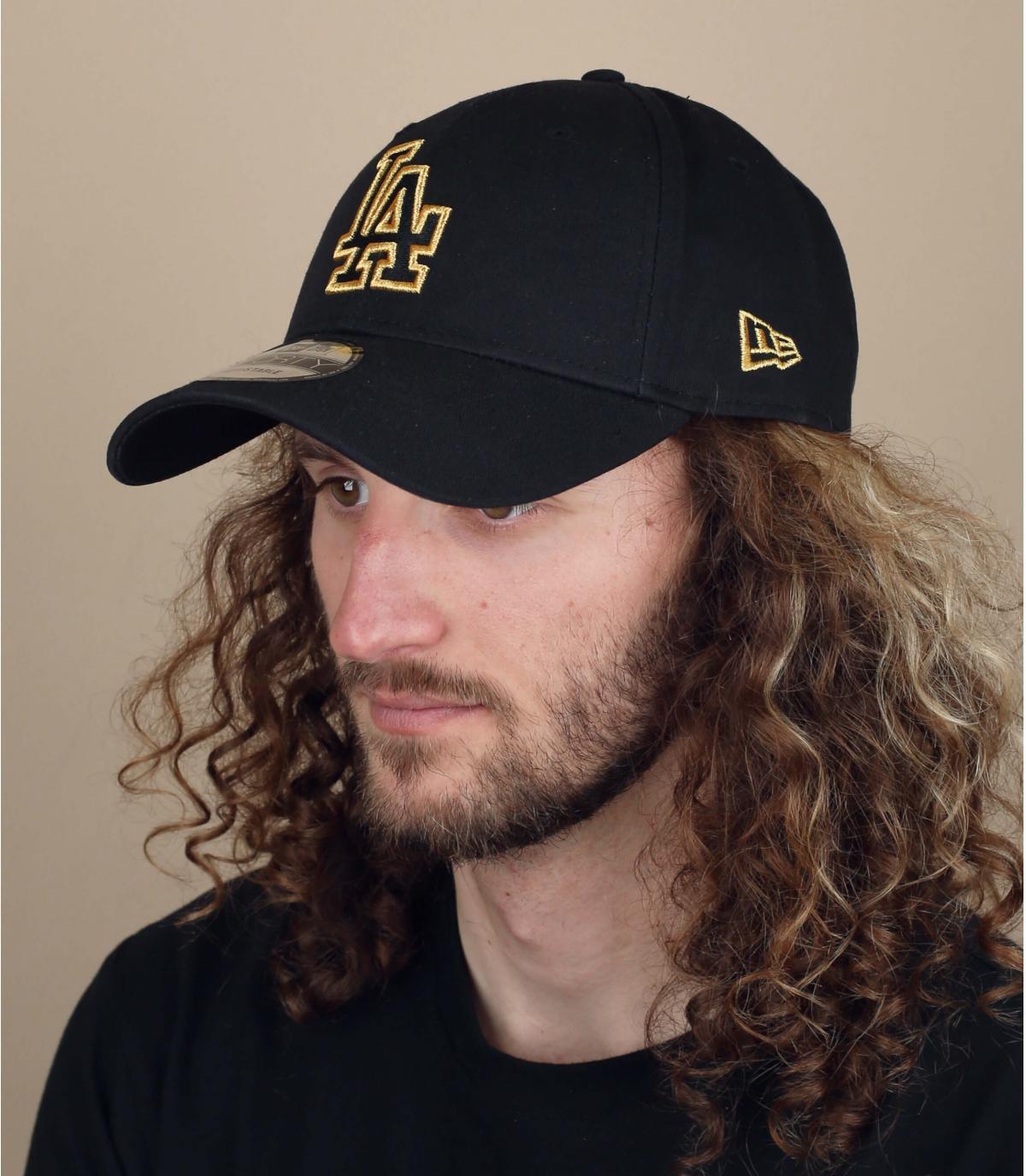 gorra LA negro oro