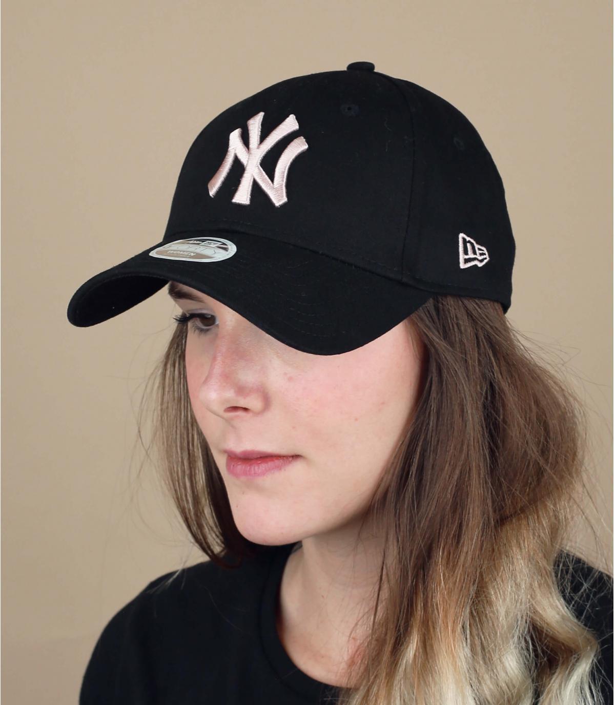 gorra NY mujer negro rosa