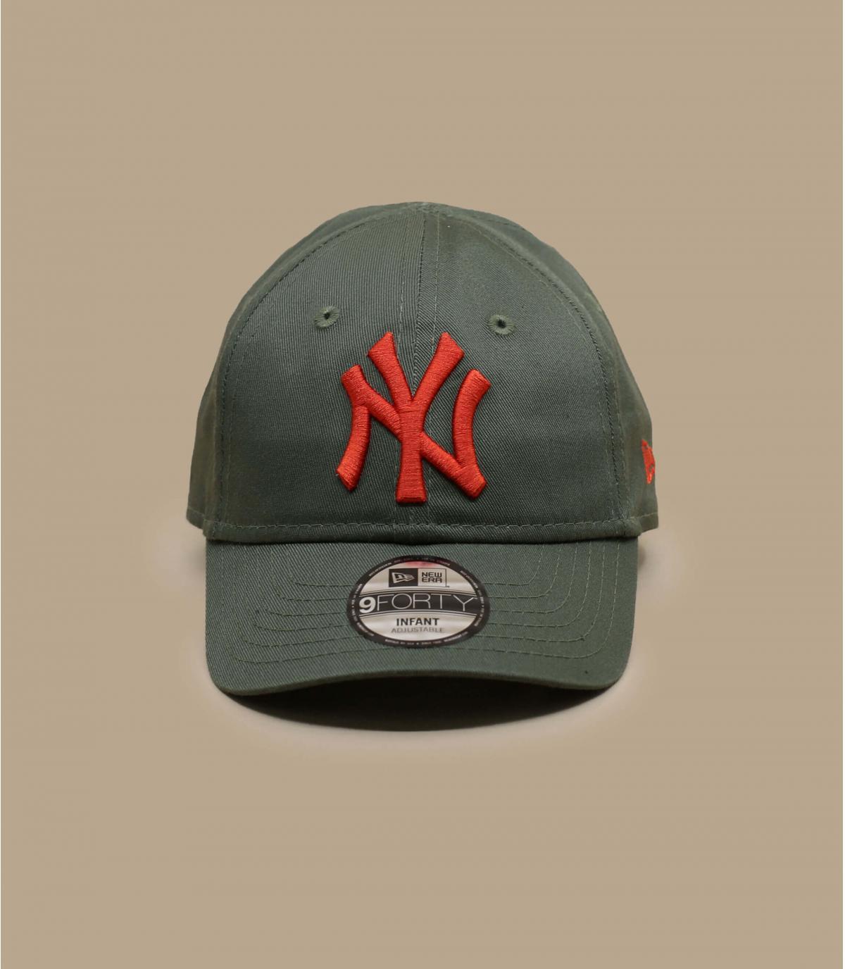 gorra bebe verde NY