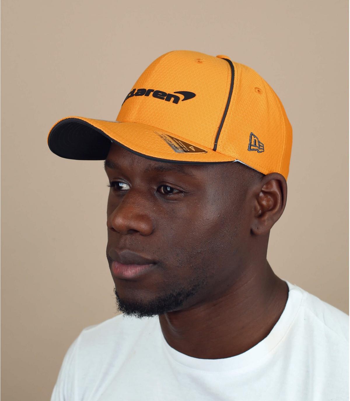 gorra McLaren amarillo