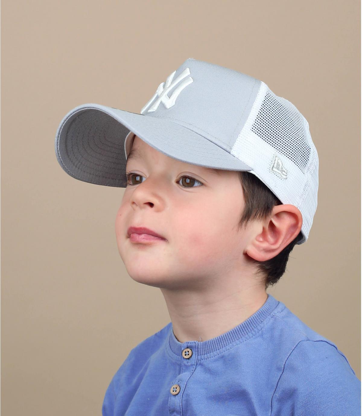trucker niño NY gris
