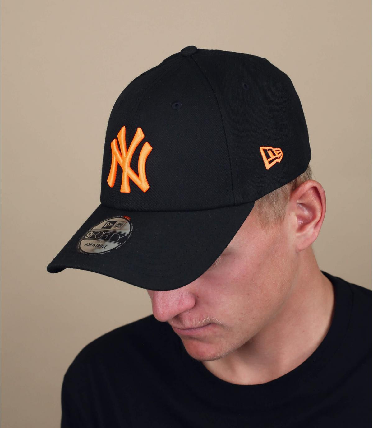 gorra NY negro naranja neón