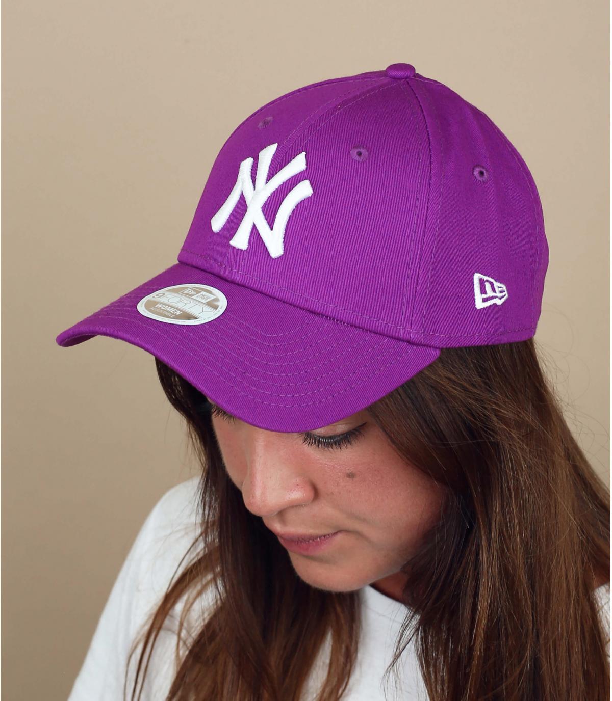 gorra NY mujer morado.