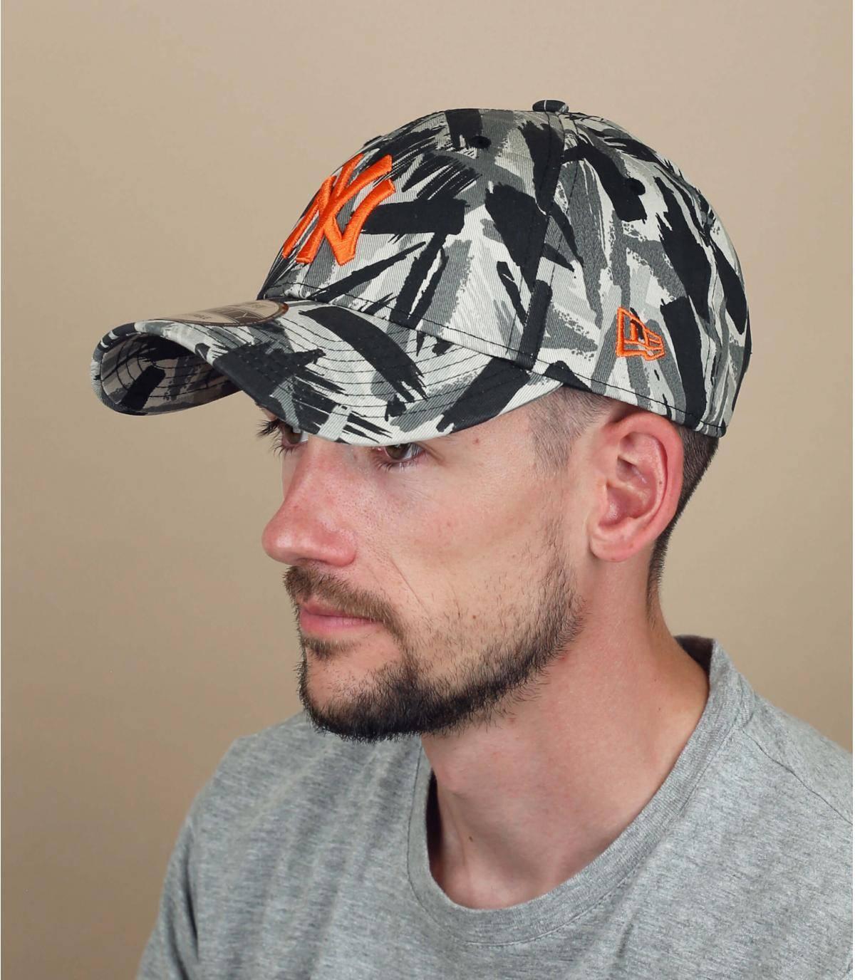 gorra NY con estampado gris