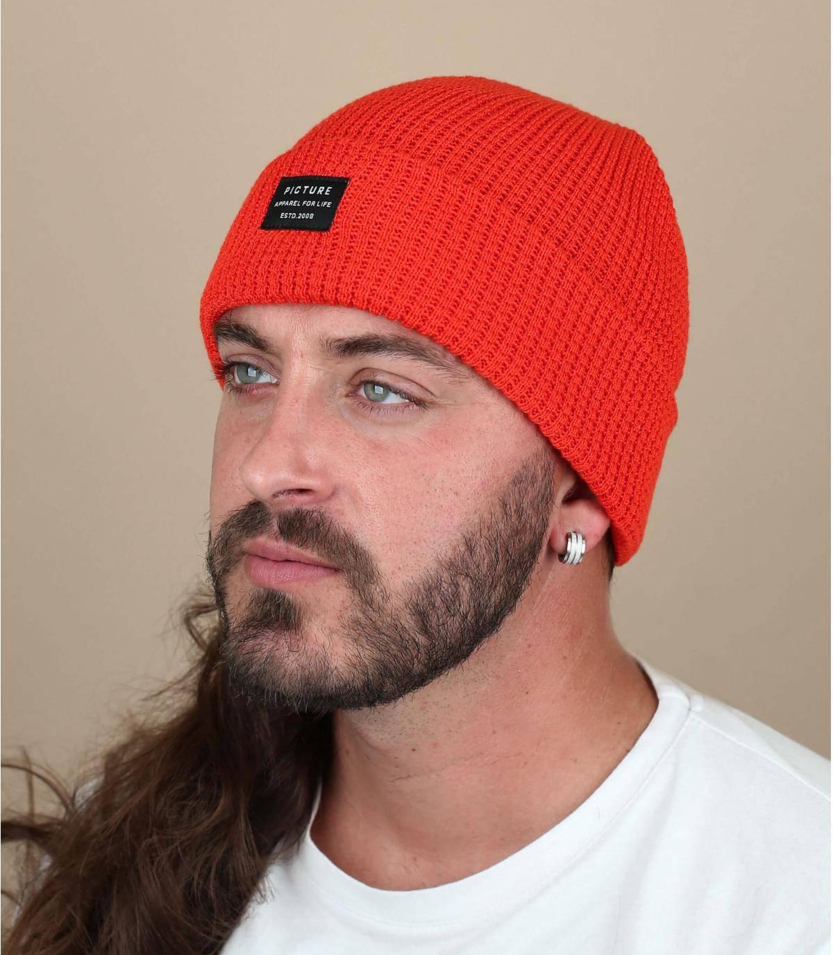 gorra de solapa naranja