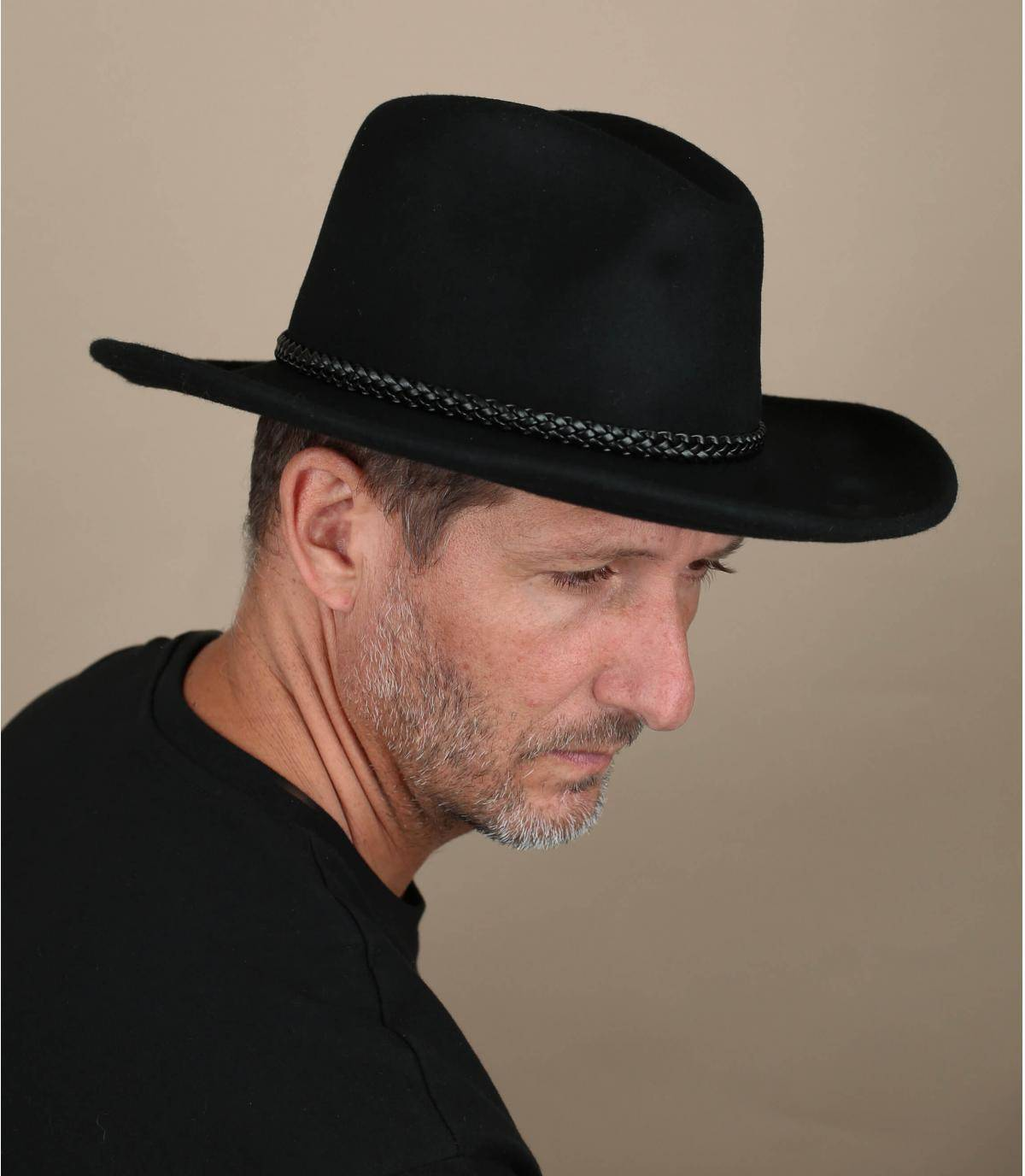 sombrero de vaquero negro