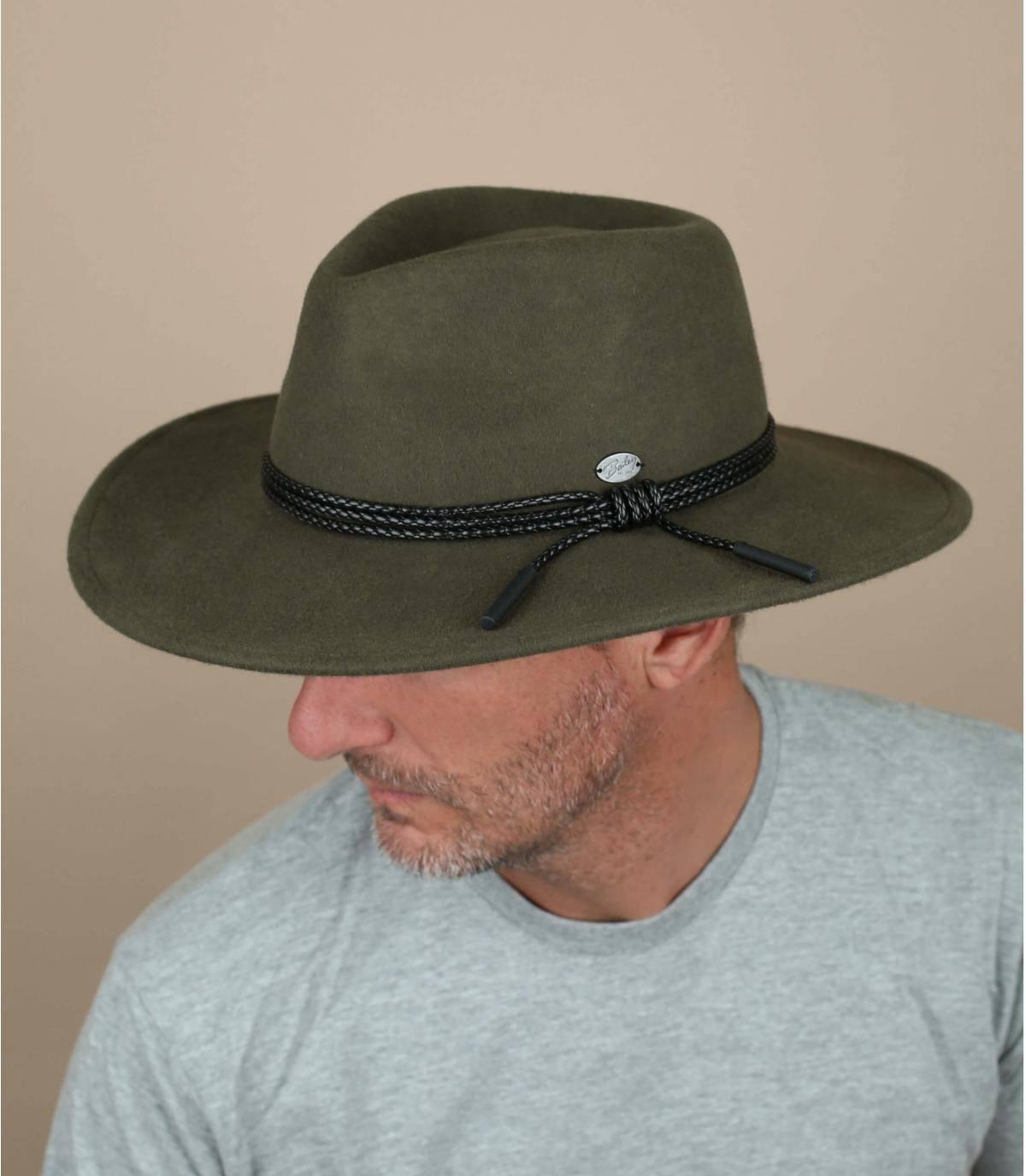 sombrero de fieltro verde