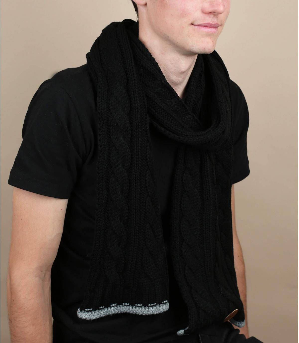 bufanda negra trenzada