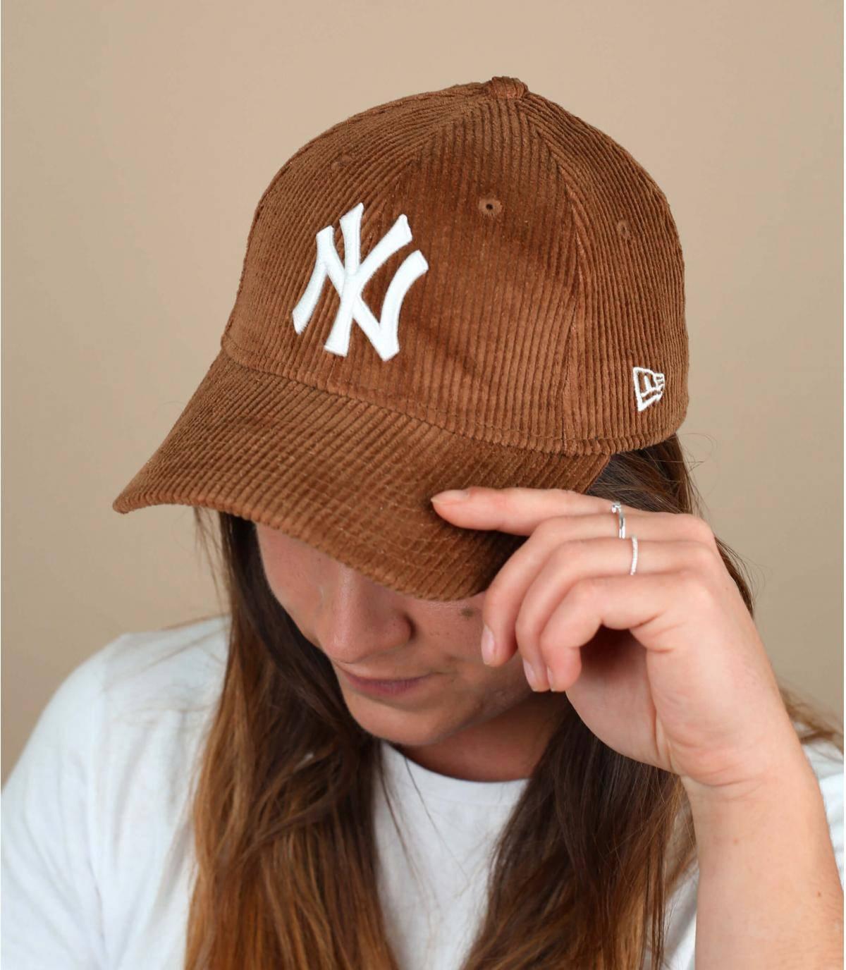 gorra terciopelo beige