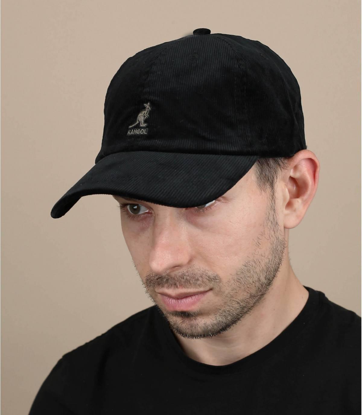 Gorra de terciopelo negro