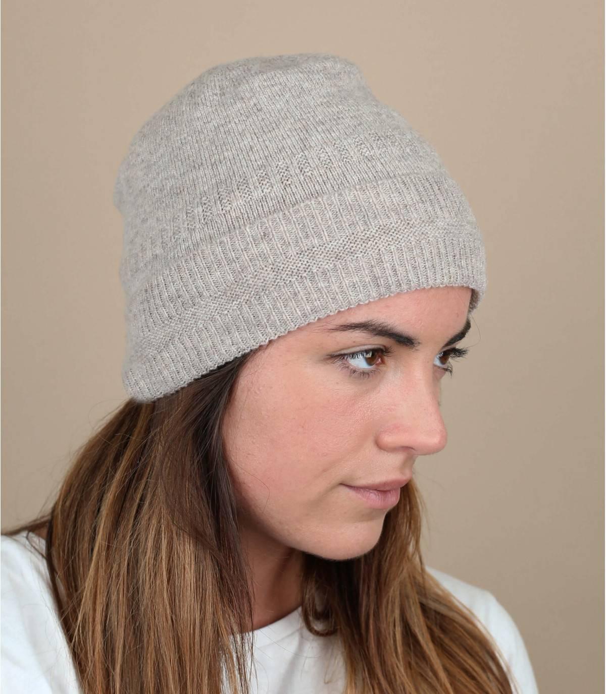 Descubra la comodidad y la calidad inigualables de los sombreros Mackie, fabricados en Escocia en los talleres del especialista. Este está hecho de suave y cálida lana de cordero y tiene un puño para un ajuste perfecto.